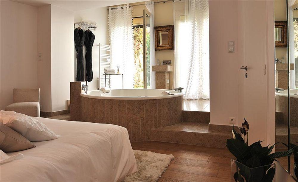 chambre d hotel avec jacuzzi privatif marseille